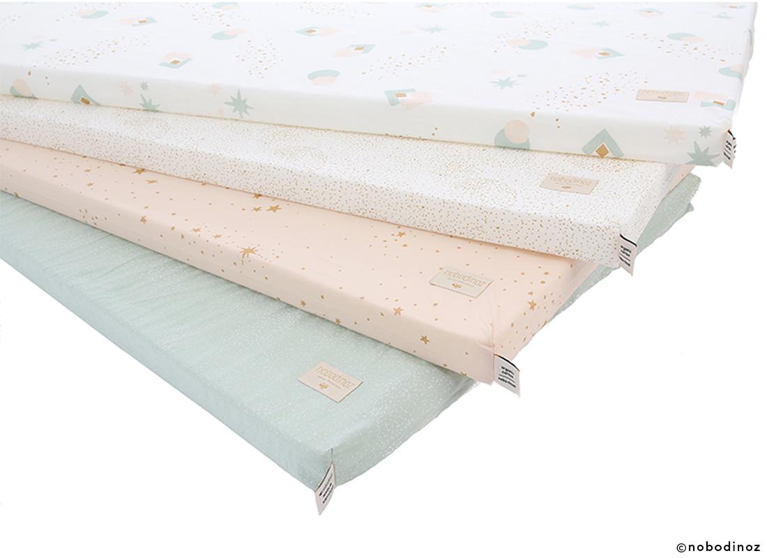 Colchoneta para dormir en el suelo las camas de nios en un ambiente montessori van a ras de - Colchonetas para dormir en el suelo ...