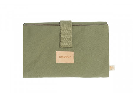 Tapis à langer imperméable Baby on the go • olive green